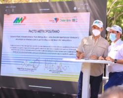 Durante la firma del Pacto Metropolitano, Alcalde de Valledupar, Mello Castro; y director del Área Metropolitana, Andrés Arturo Fernández; hicieron importantes anuncios